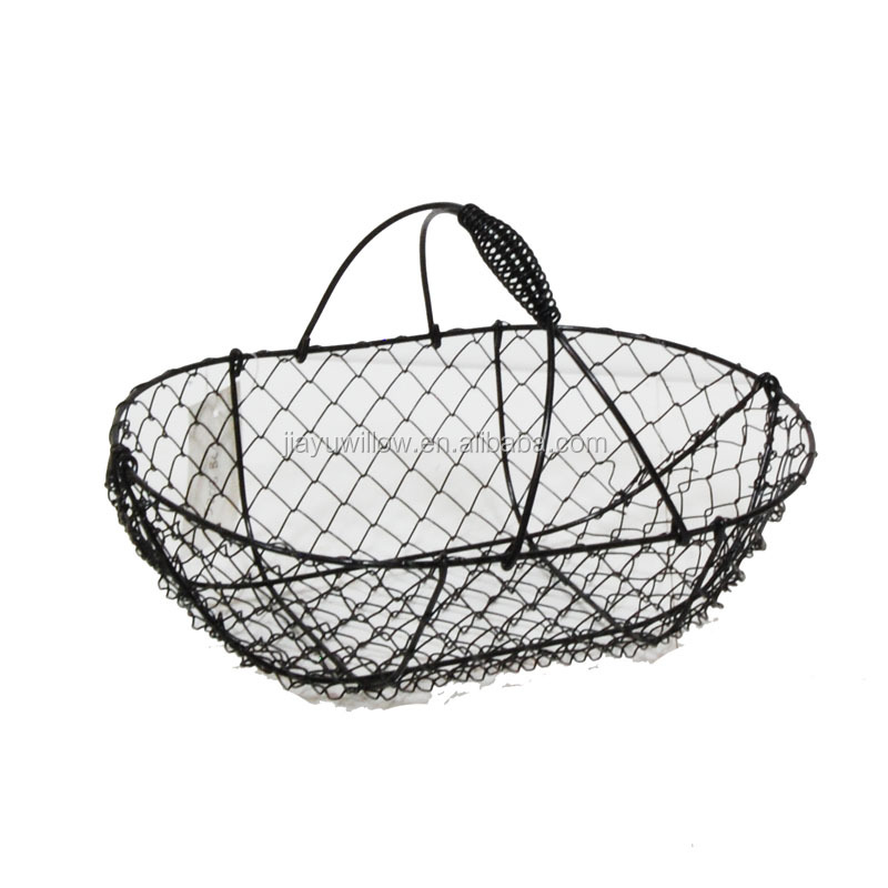 Save on Crafts offers a wide selection of baskets that are made from quality materials: chipwood, willow, rattan, chicken wire, burlap, moss, bamboo, and even grapevine. Each basket is carefully crafted, and we make sure that your baskets arrive at your home in perfect condition.