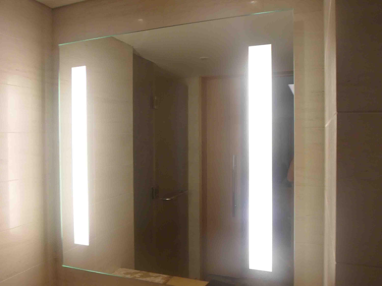 cuarto de bao espejo con luz led encuadre de cuerpo entero espejos iluminados brillo