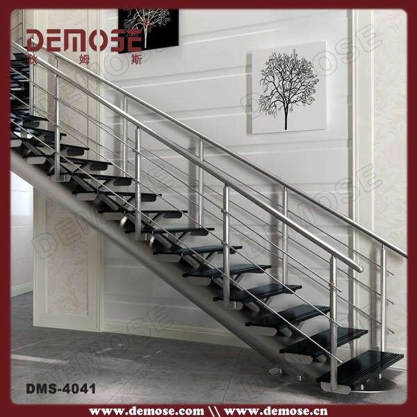 Dise os de interiores escaleras de madera con barandas de - Barandas de forja para escaleras ...