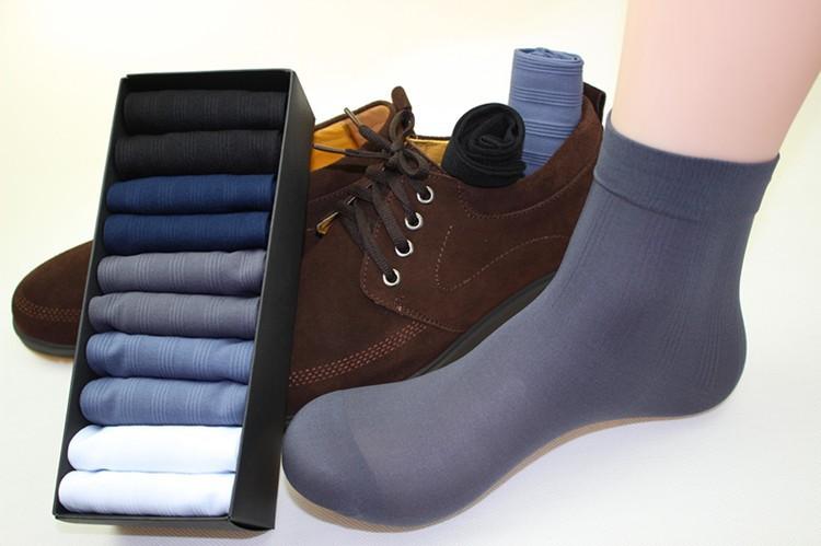 Набор мужских носков . размер 39-44 . В коробке 10 пар в индивидуальной упаковке . Цена 700 рублей. Доставка по России бесплатно!
