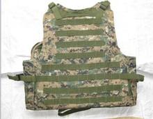Camuflaje del ejército y el verde chaleco táctico de combate