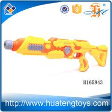 H165843 atacado 2015 diversão segura crianças que jogam suave spray de água bala arma de brinquedo para crianças