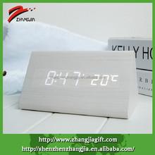 2015 White Elegant Wood Triangular Desk Click Clock