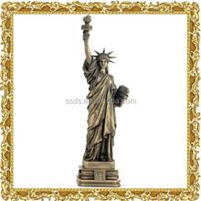 Diverso tamaño de estatua de la libertad