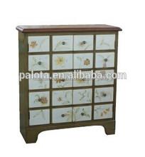 la consola de madera del gabinete de antigüedades de estilo con dos puertas de la consola de mesa y con los controles