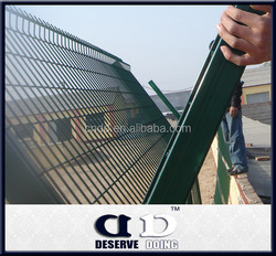 Powder coating Airport fence/Metal fence panels/Cheap wrought iron railings