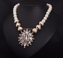 Big flower imitation pearl necklace collar in Italy