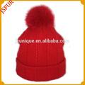 de color rojo con estilo de niña de punto de lana con la pelota de piel sombrero de invierno ruso
