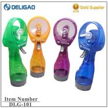 Factory wholesale 2*AA battery operated Hand-held mini water spray fan