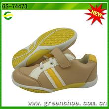 Nueva llegado zapatillas deportiva de cuero infantil