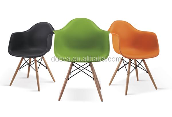 Usine de porcelaine de vitra eames chaise eames chaise for Chaise eames replique