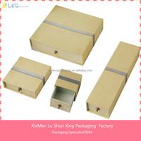 2015 Custom Handmade paperboard packaging jewellery box with sponge inserts