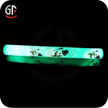 2015 alta calidad personalizados concierto LED animadora Baton para el partido