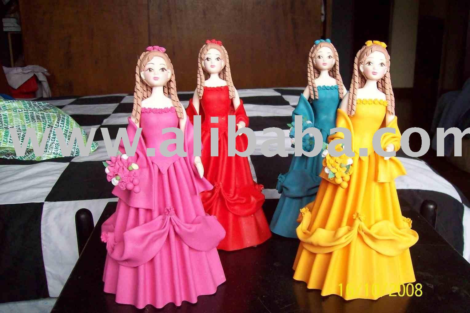 Fría muñecas de porcelana