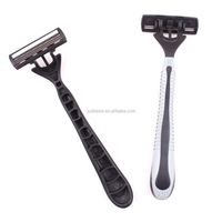 Triple blades razor