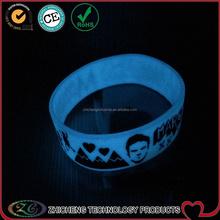 custom glow in the dark maroon 5 silicone wristband no minimum