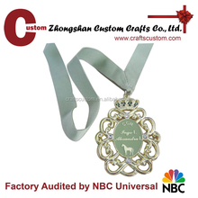 Arts and crafts expert factory custom Promotional gifts cut out flower gold medal