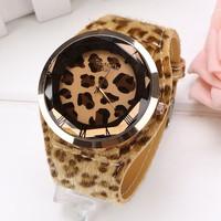 Hot Fashion Women Ladies Large Dial Leopard Quartz Analog Charming Fancy Wrist Watch SV019648