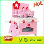 Brinquedo de madeira da cozinha para crianças