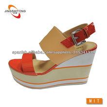 Contrato de color de moda cuña sandalias de las mujeres zapatos 2014
