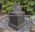 fuente de piedra con la bola de cristal