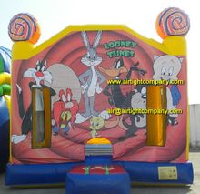 commercial used top grade inflatable bouncing castle with looney tunes image