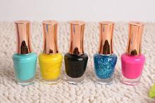 colorido esmalte de uñas