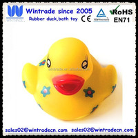 Factory hot sell yellow rubber duck with green flower logo
