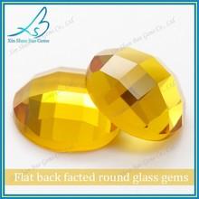 Exquis ronde en verre jaune d'or taillé à facettes des pierres précieuses