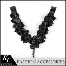 Large piece crystal pendant collar necklace neck design of dress