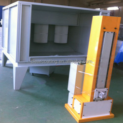 Powder spray booths with unique reverse pulse extraction and cleaning system for fast color change