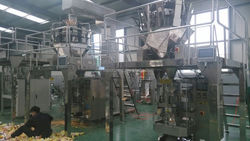 Automatic vertical form fill seal food packaging machine with multihead weigher