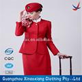 de piloto de avión y auxiliar de vuelo uniformes con los accesorios
