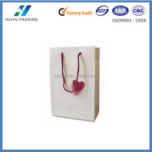 2015 new paper gift bags_ paper shopping bags_white paper gift bags with purple red heart marks