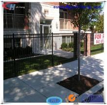 pequeño jardín valla decorativa
