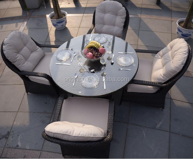우아한 곡선 등받이 설계 등나무 정원 테이블과 의자 야외 ...