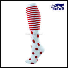 red stripe and spot all over the calf white sport socks made in china