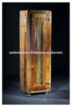 antiguos de madera pintada de vajilla de cocina del gabinete