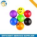 Bola de la tensión de impresión a todo color de fondo con Logos de colores