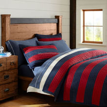 The red and bule traditional matched quilt for boys bedding set / comforter