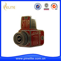 Wholesale metal badge in plating gold, camera shaped lapel pins for sales
