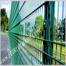 twin-wire type of welded mesh fence