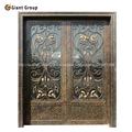 elegante puerta de hierro