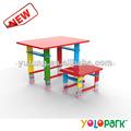 Los niños de la escuela de muebles, de plástico de la escuela de mesa y una silla para niños