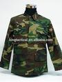 bosques camuflaje de uniforme militar
