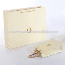 de lujo bolsa de papel que hace la mano por