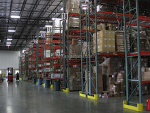Durable and high density large capacity steel box beam pallet rack