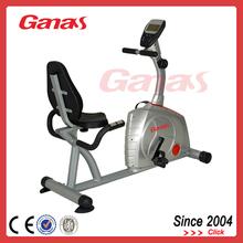 la fuerza de la máquina en interiores de bicicleta reclinada entrenador