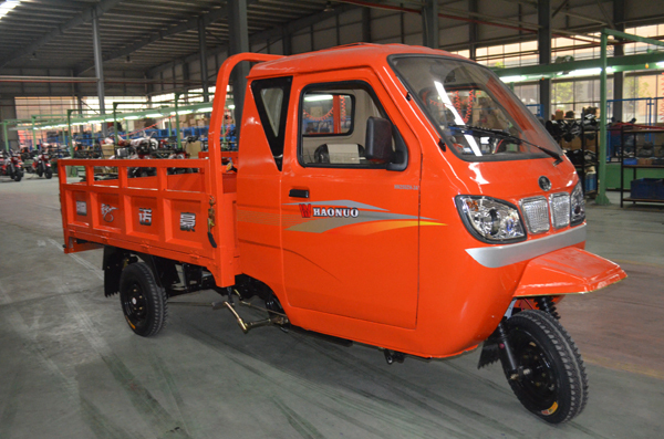 closed iron cabin motor tricycle