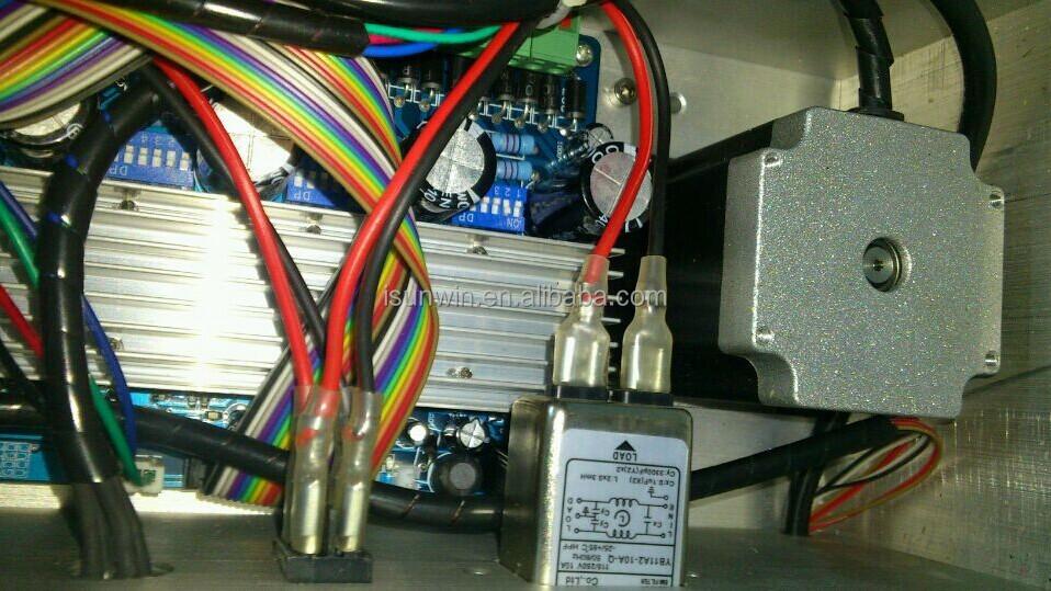 3 trục dọc loại máy khắc cnc router với 1500W trục chính, Mach3 phần mềm được cung cấp.